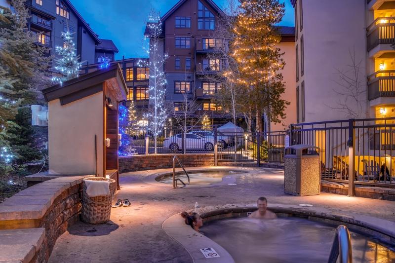 2286 Apres Ski-print-014-26- Exterior Hot Tub-4200x2801-300dpi